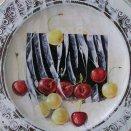 Zátišie s čerešňami a tanierom
